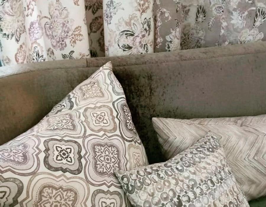 Диванные подушки в гостиную