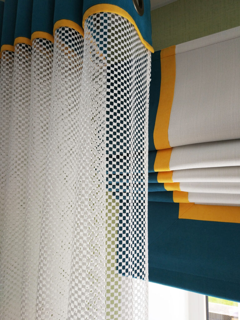 Заказать шторы с ярким прин